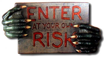 Enter at your own Risk Hinweisschild