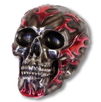 Totenkopf mit pinken Flammen