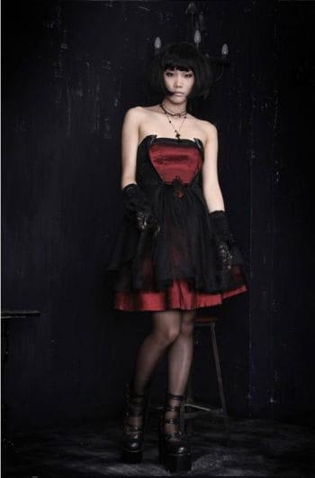 Trägerloses Kleid mit Schnürung M M / 38