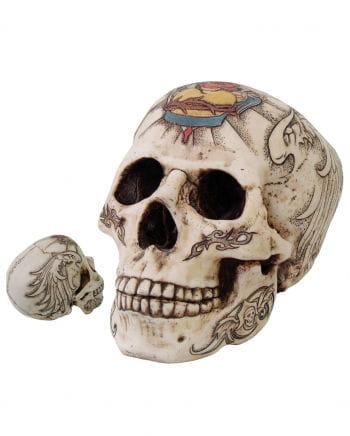 Totenschädel mit Flügel Tattoo