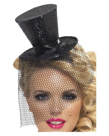 Mini top hat with black tulle