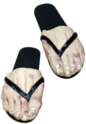 Ranzige Männer Füße als Badelatschten